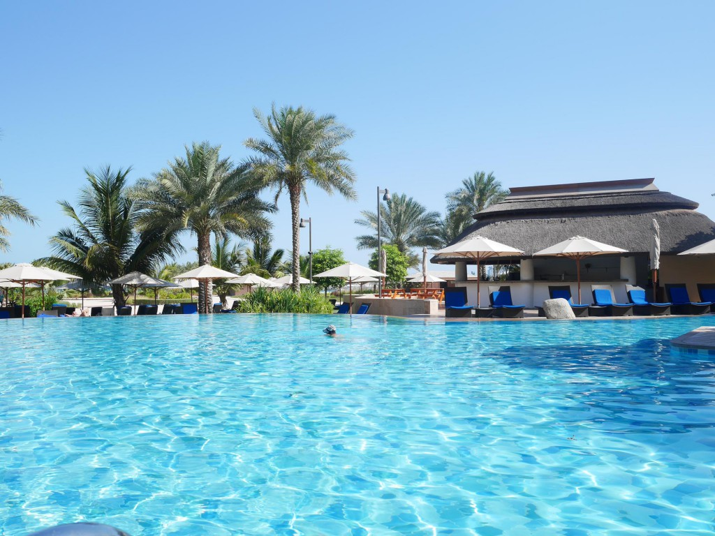 Ritz Carlton Dubai pool