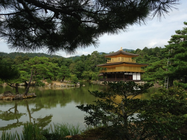 Kinkakuji Temple – den gyllene paviljongen - i Kyoto.