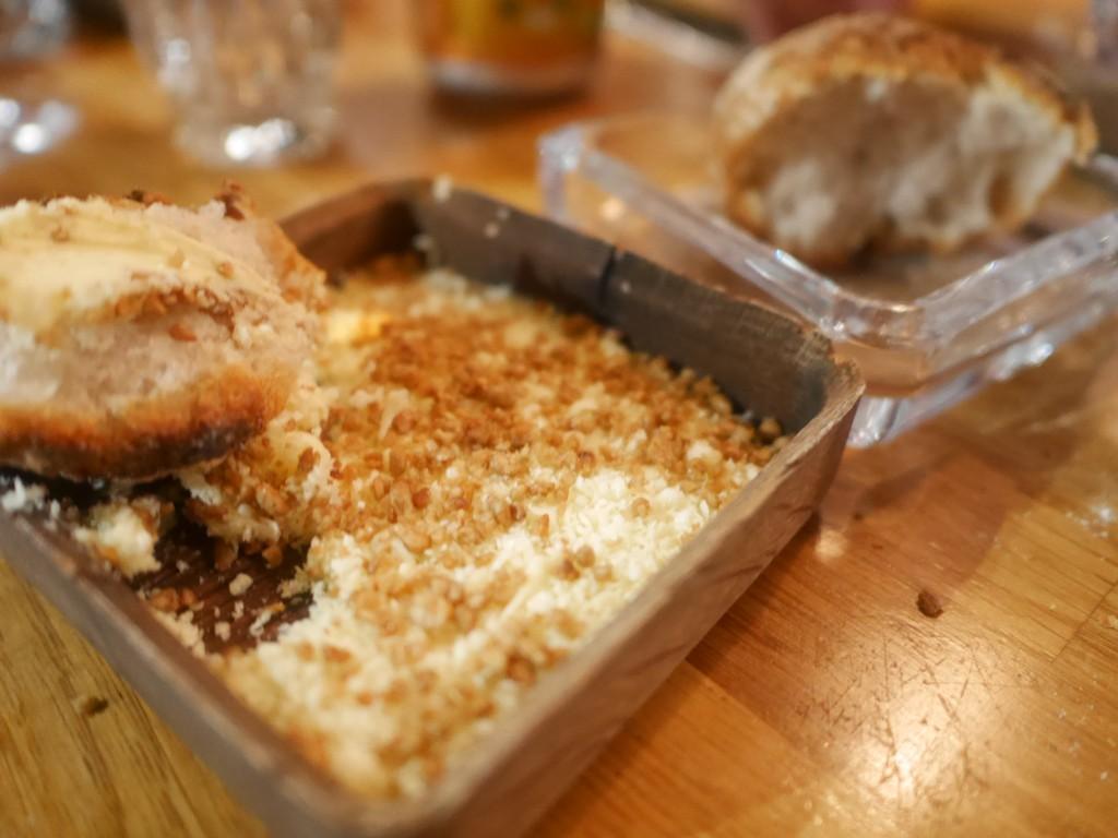 Bröd och fryst smör
