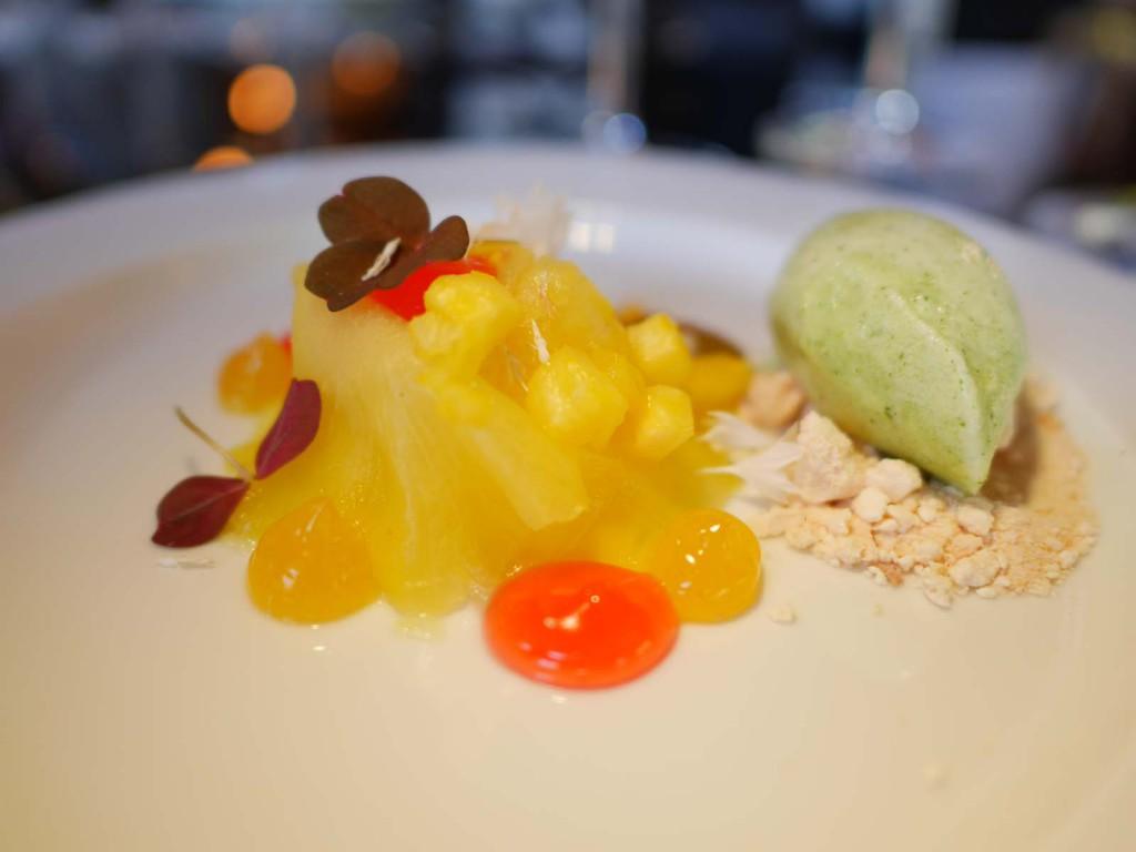 Ananasravioli med mintsorbet