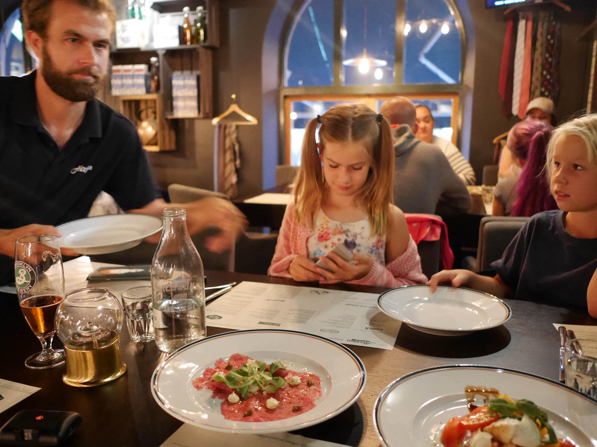 middag fnask stora tuttar nära Göteborg