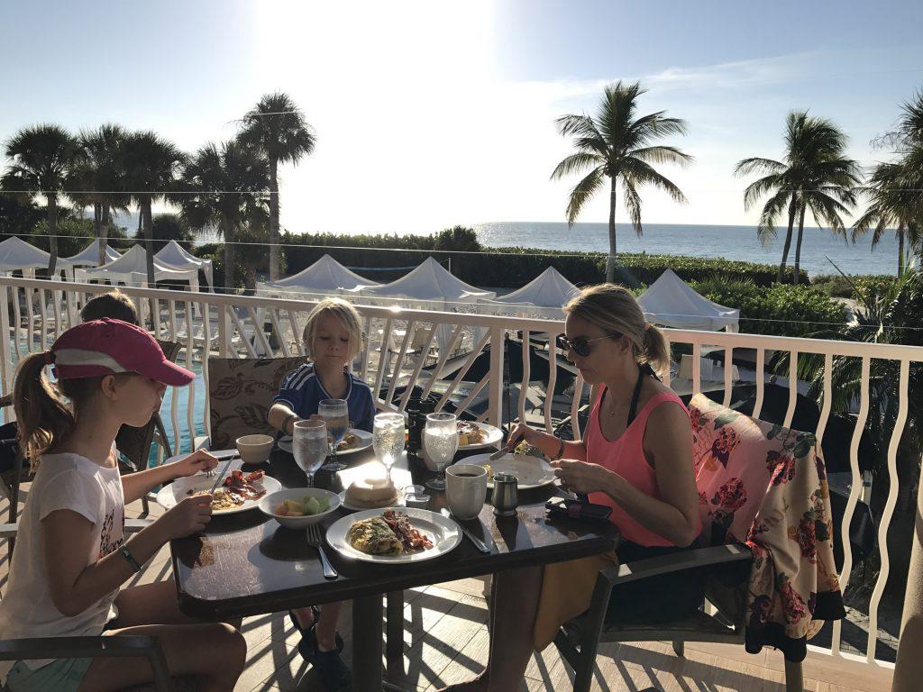 Frukost på Sundial Resort