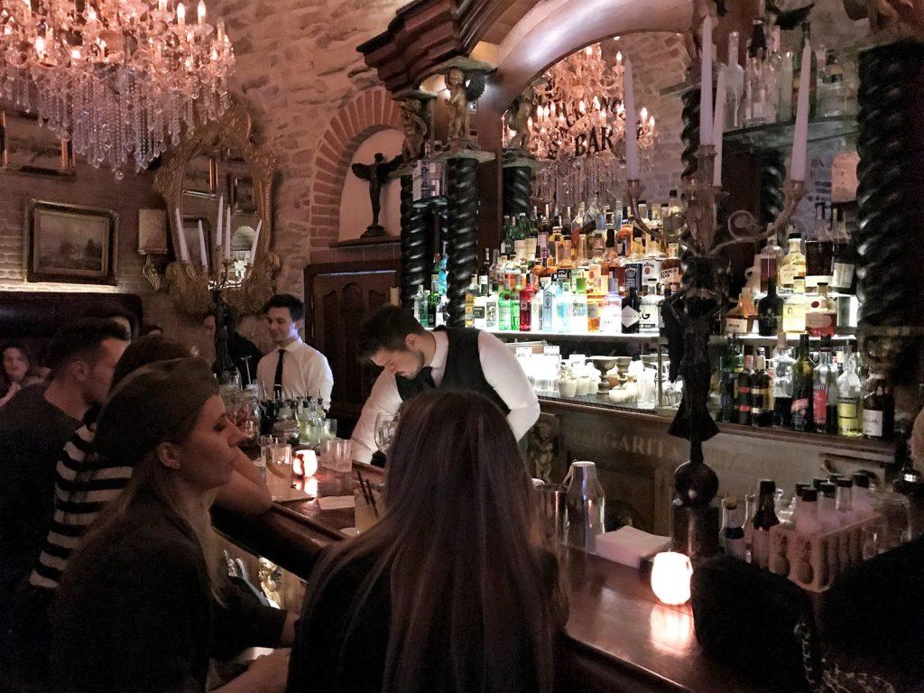 Cocktailbarer i Prag Black Angels
