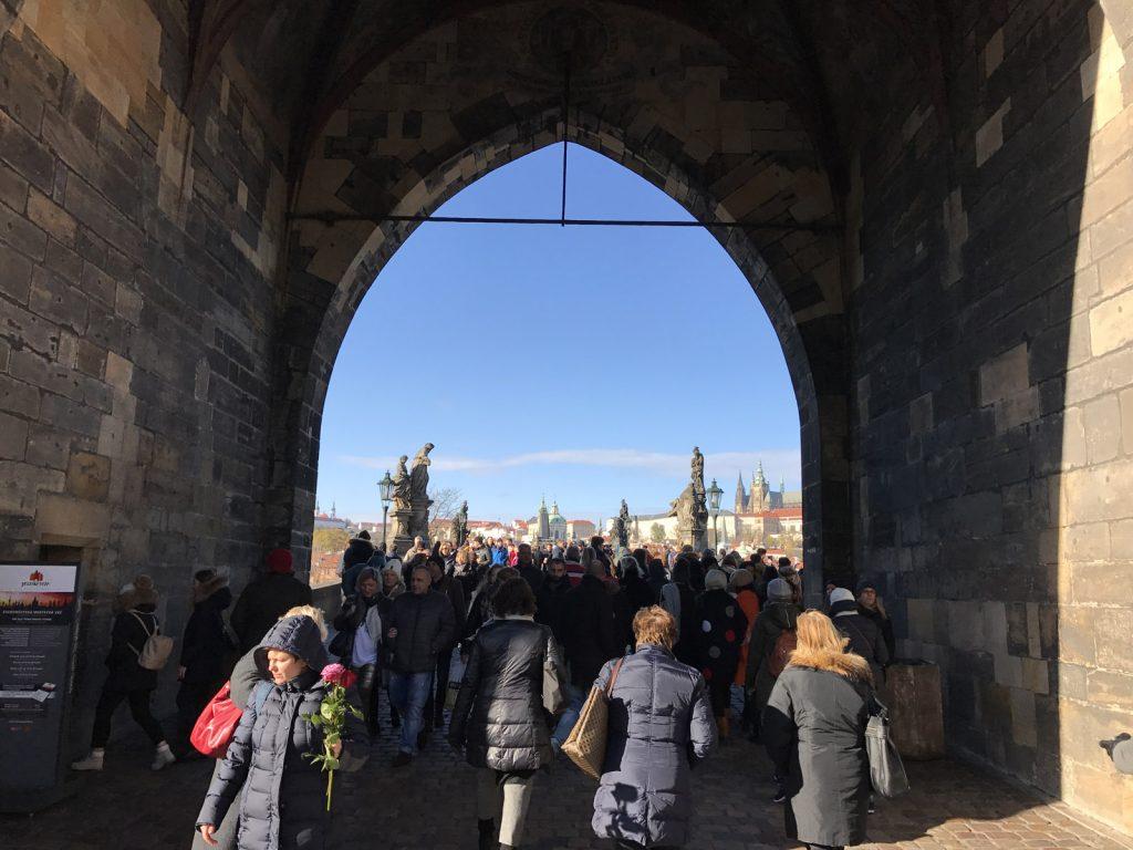 Sightseeing i Prag Karlsbron
