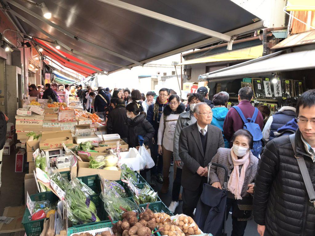 Marknaden på Tokyos fiskmarknadTsukijiFishmarket