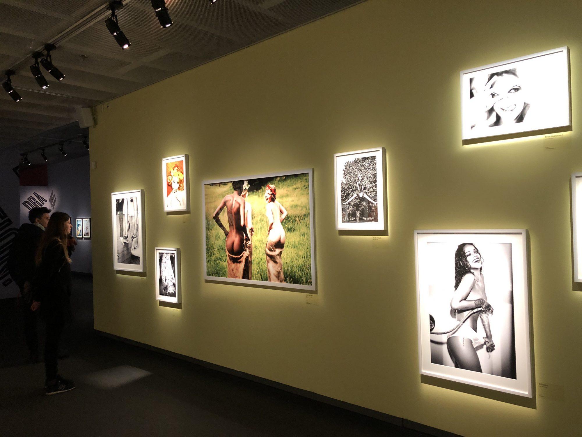 Utställningar på Fotografiska ingår.