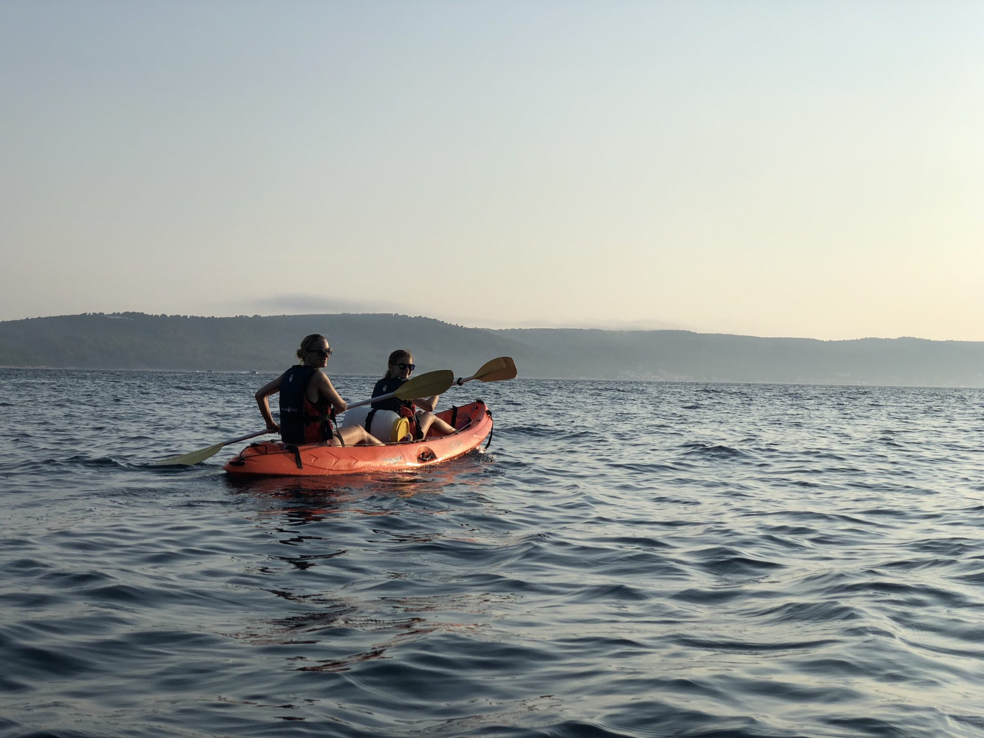 Kajak i solnedgången i Split