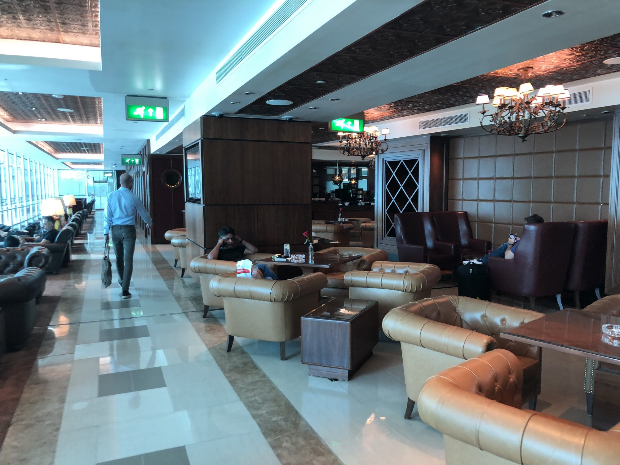 Emirates business class-lounge Dubai