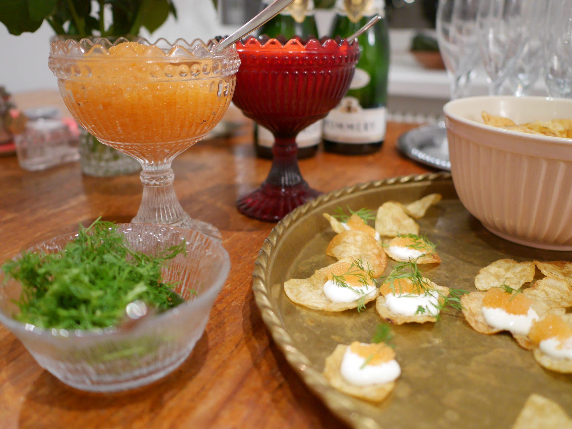 Champagne och chips med löjrom
