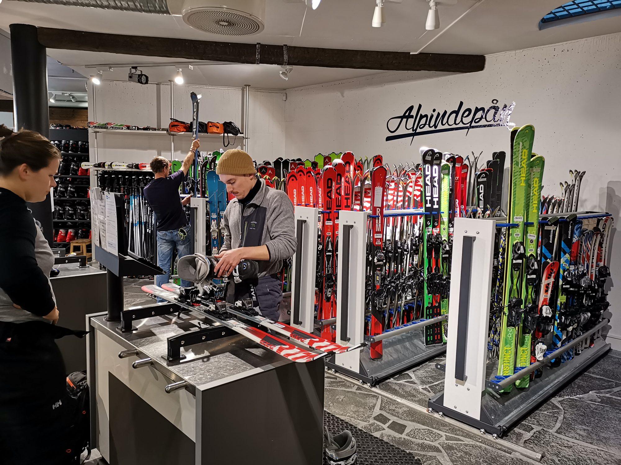 Hyra skidor i Åre med rabatt