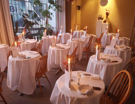 Äta ensam på restaurang