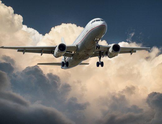Hur stor del av koldioxidutsläppen kommer från flyget?