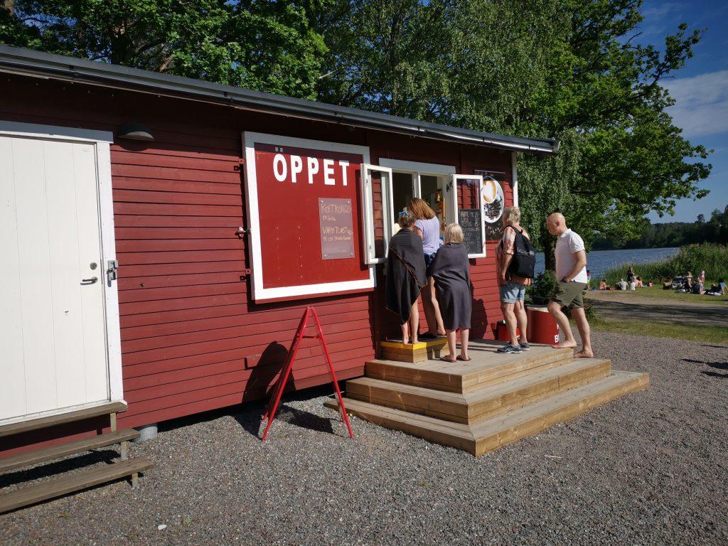Kiosk på Ängsholmsbadet i Täby