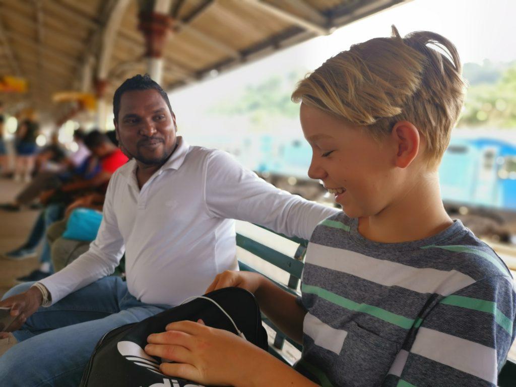 Ta tåget någon sträcka i Sri Lanka