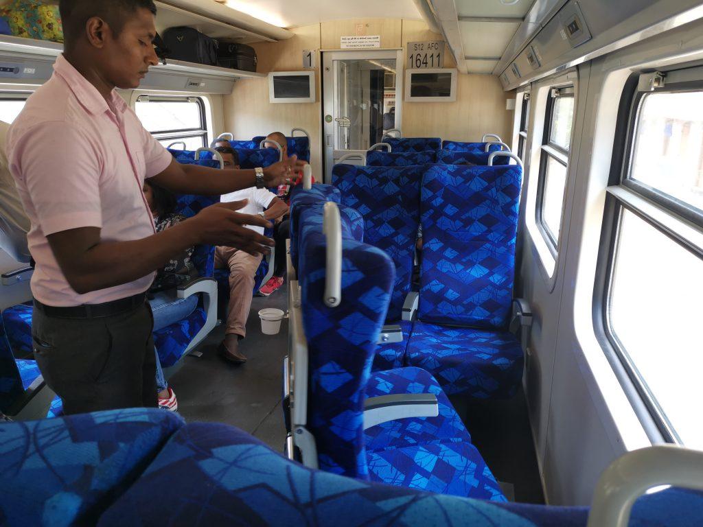 Tåget från Kandy till Nuwara Ellya - förstaklass