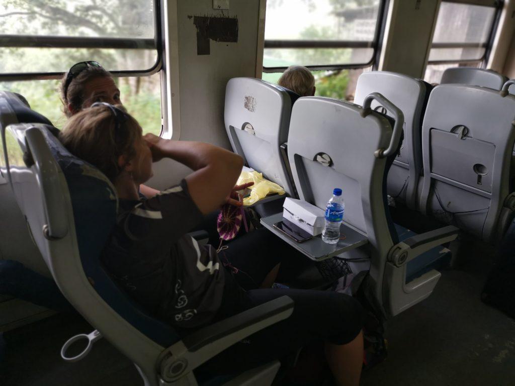 Tåget från Kandy till Nuwara Ellya - andraklass