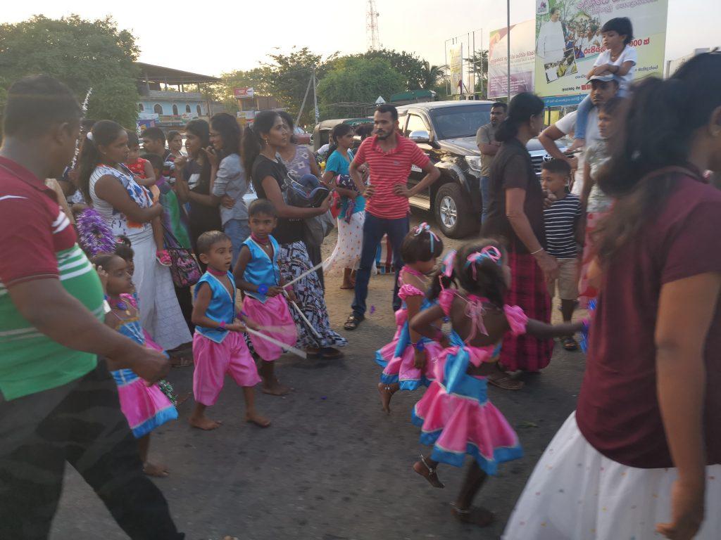 Barnfestival på enda bilvägen i stan