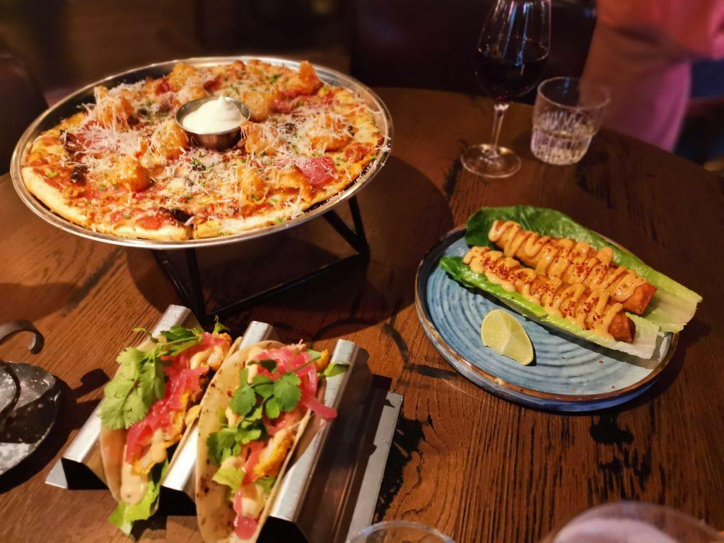 Lillys Pizzeria & Taqueria