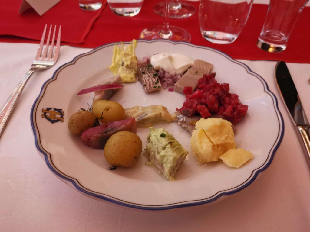 Julbord och julshow på Grand Hotell