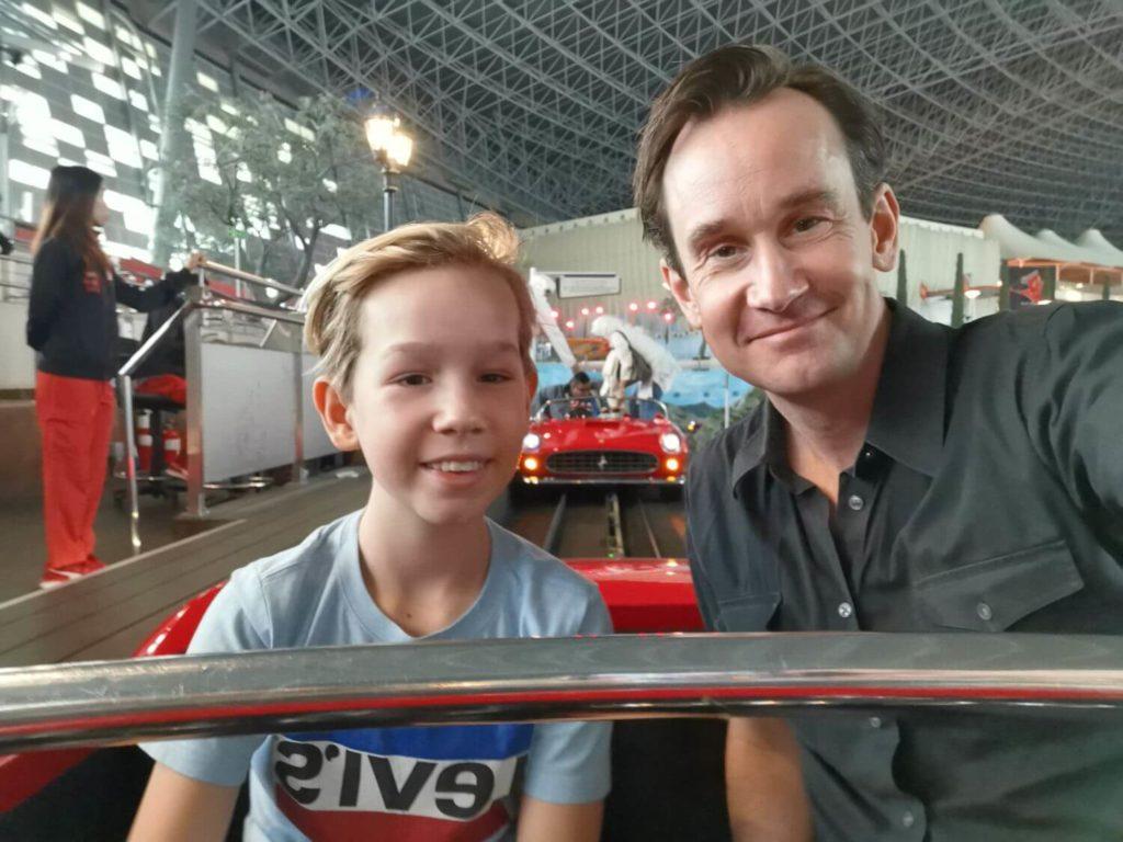 Simulatorer och bilattraktioner på Ferrari World Abu Dhabi