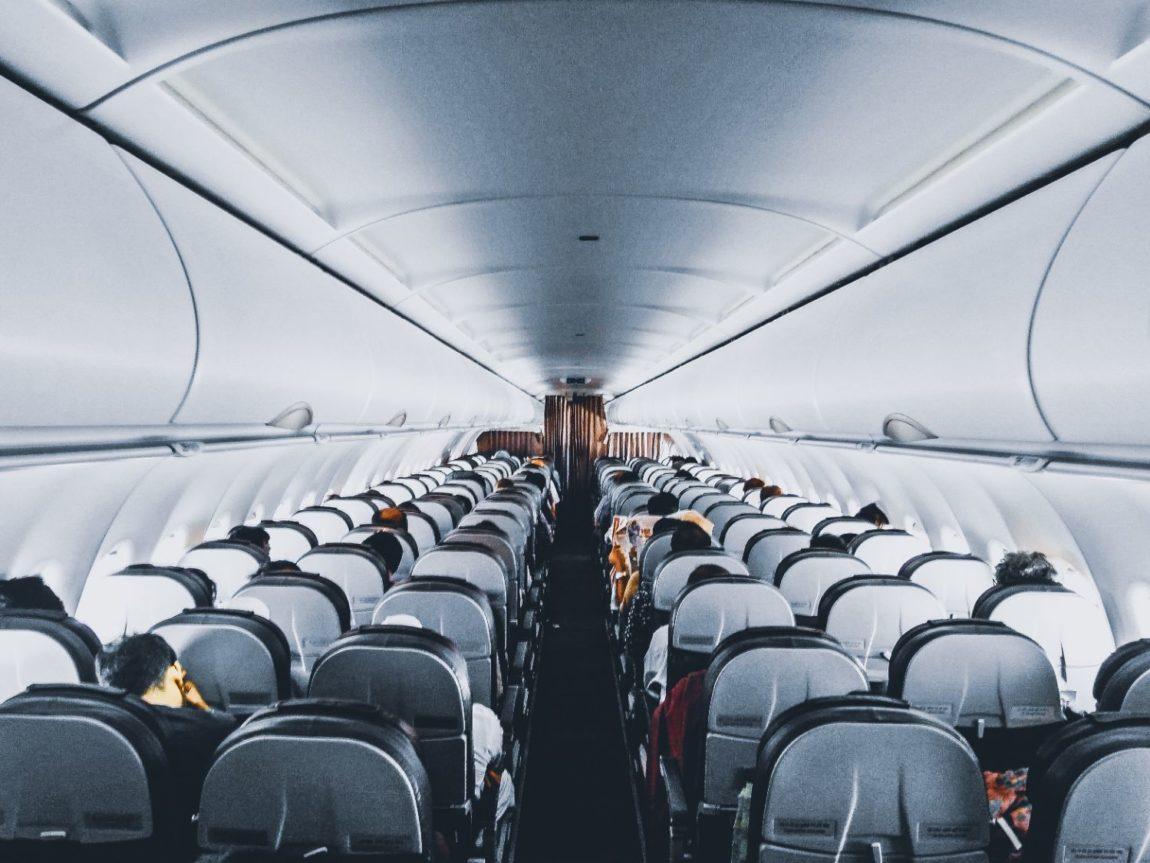 Risken att smittas av coronavirus på flygresan