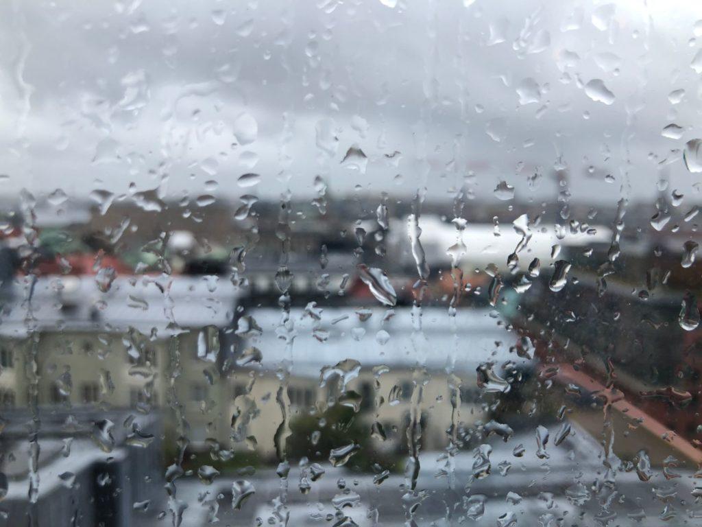 Bad i regnet