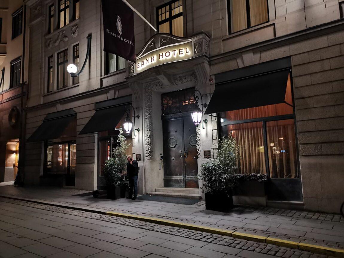 Middag på Bonnie's och drinkar på Bank Hotells takbar Le Hibou