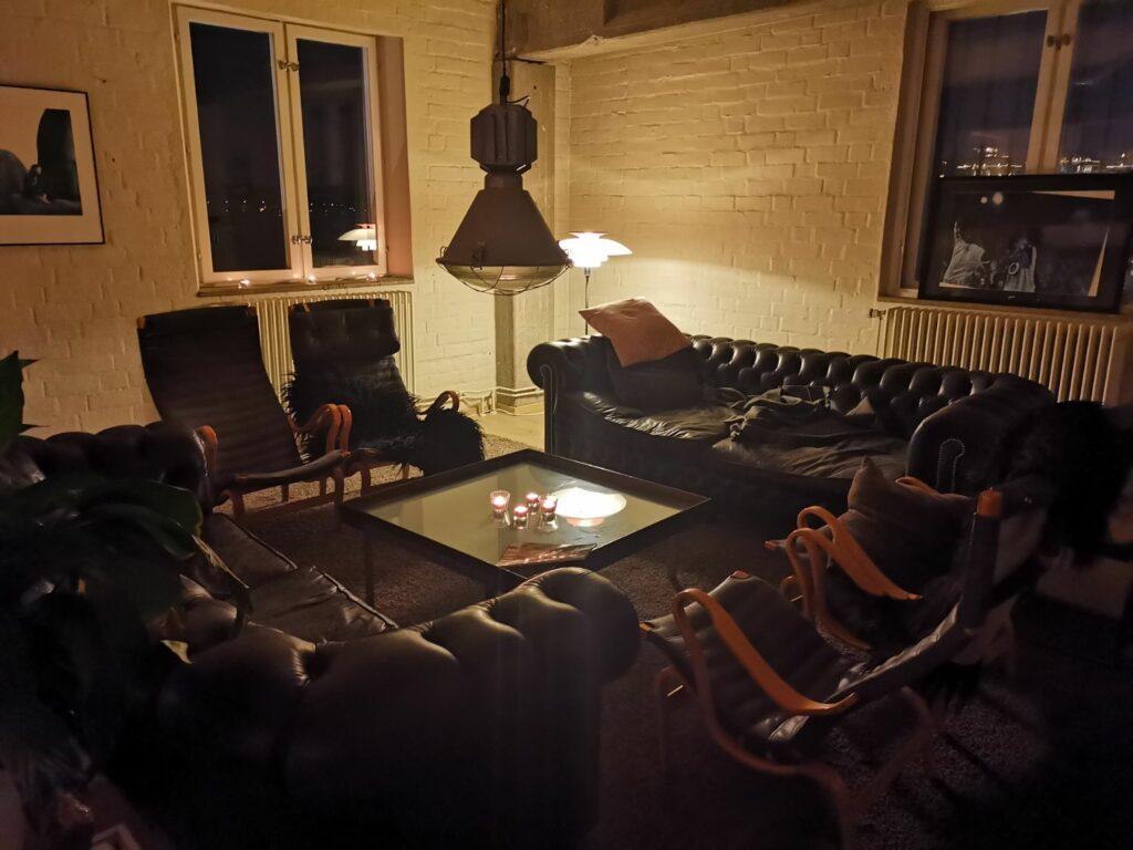 Vardagsrummet på Restaurang Ät:eljé i Finnboda Hamn