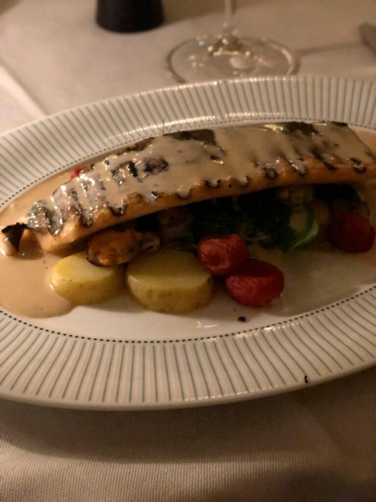 Middag på Bonnie's på Bank Hotell