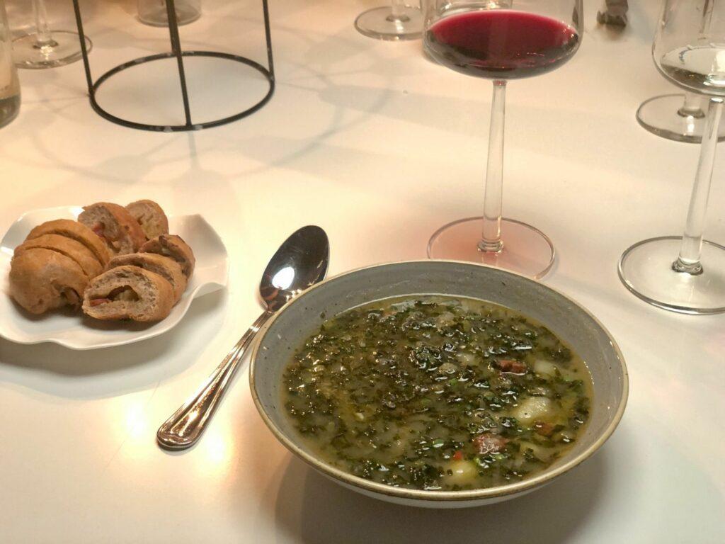 Svartkålssoppa på Restaurang i Ät:eljé