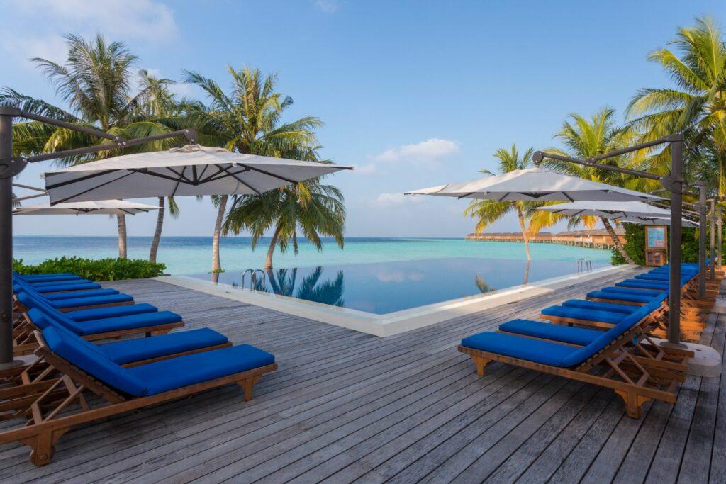 Vilamendhoo island resort & spa i Maldiverna Adults Only pool