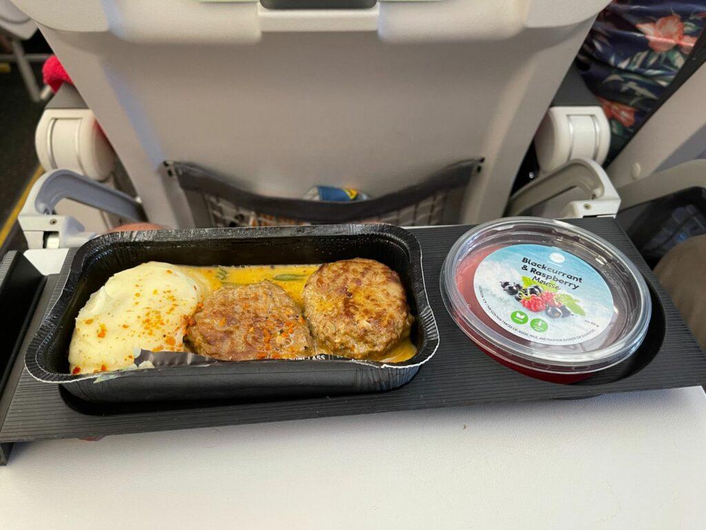 Flyg med Vings flygbolag Sunclass Airlines till Gran Canaria Maten ombord