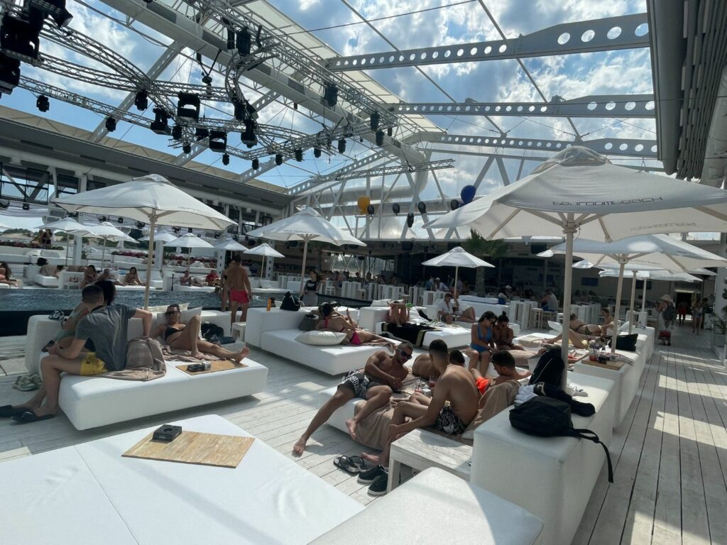 De bästa strandklubbarna vid Sunny Beach - Bedroom Beach