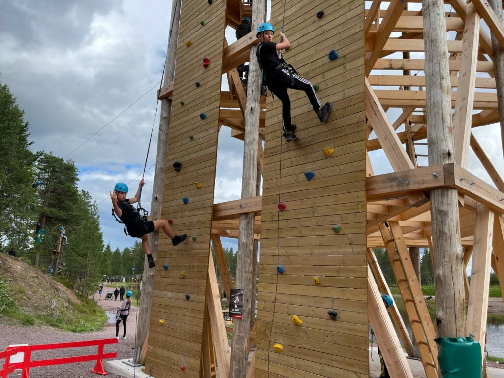 Ny klätterpark i Sälen vid Svansjön i Lindvallen - klättervägg