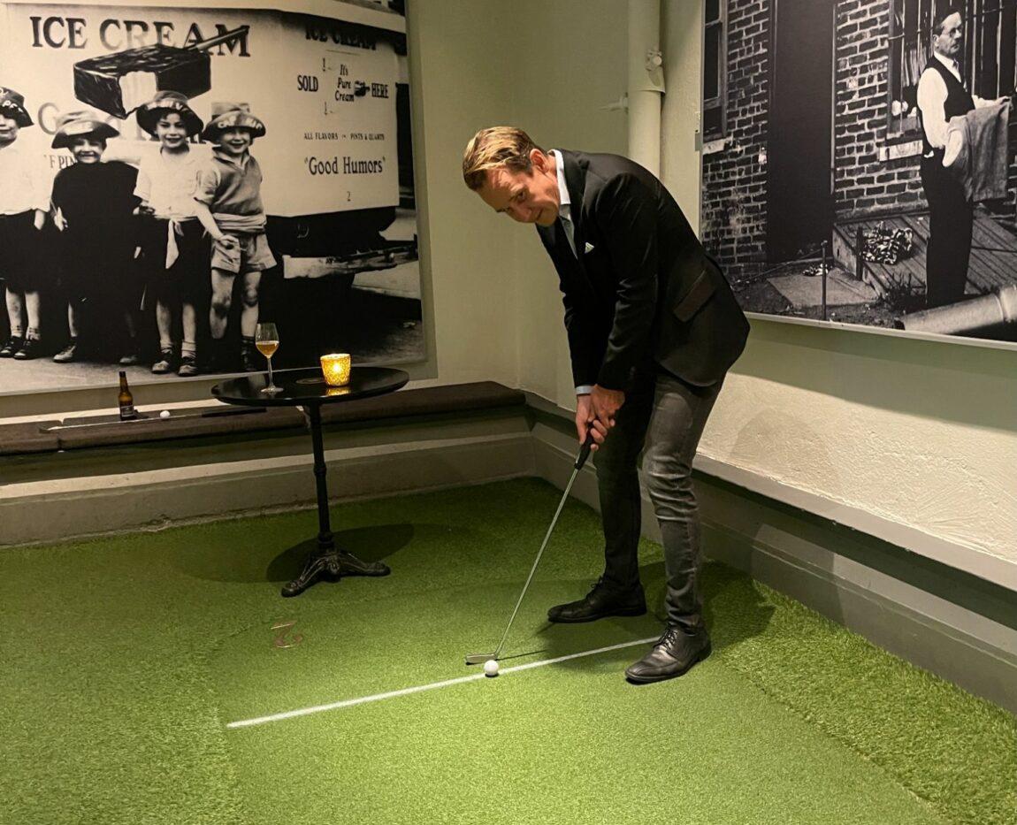 Minigolf i centrala Stockholm - Swing By Golfbaren