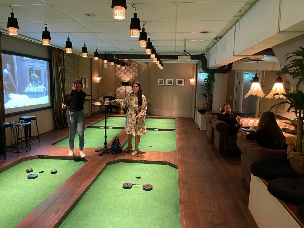 Bangolf i centrala Stockholm - Swing By Golfbaren